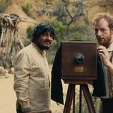 黎明期の戦場カメラマンの葛藤と、現地民との絆を描くフランス・コロンビア合作映画『戦場を探す旅』が世界初上映@第32回東京国際映画祭