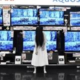 映画『ザ・リング/リバース』公開記念!最恐ヒロイン・貞子がヨドバシ梅田に登場、スマホを使って自撮りも披露!!
