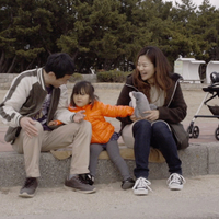 人情味たっぷりに描く、阪神・淡路大震災で一人娘を亡くした夫婦が過ごした23年間。 『れいこいるか』いまおかしんじ監督インタビュー